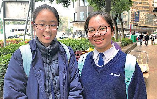 嘉諾撒聖瑪利書院中二郭同學(左)和梁同學(右)(梁珍/大紀元)