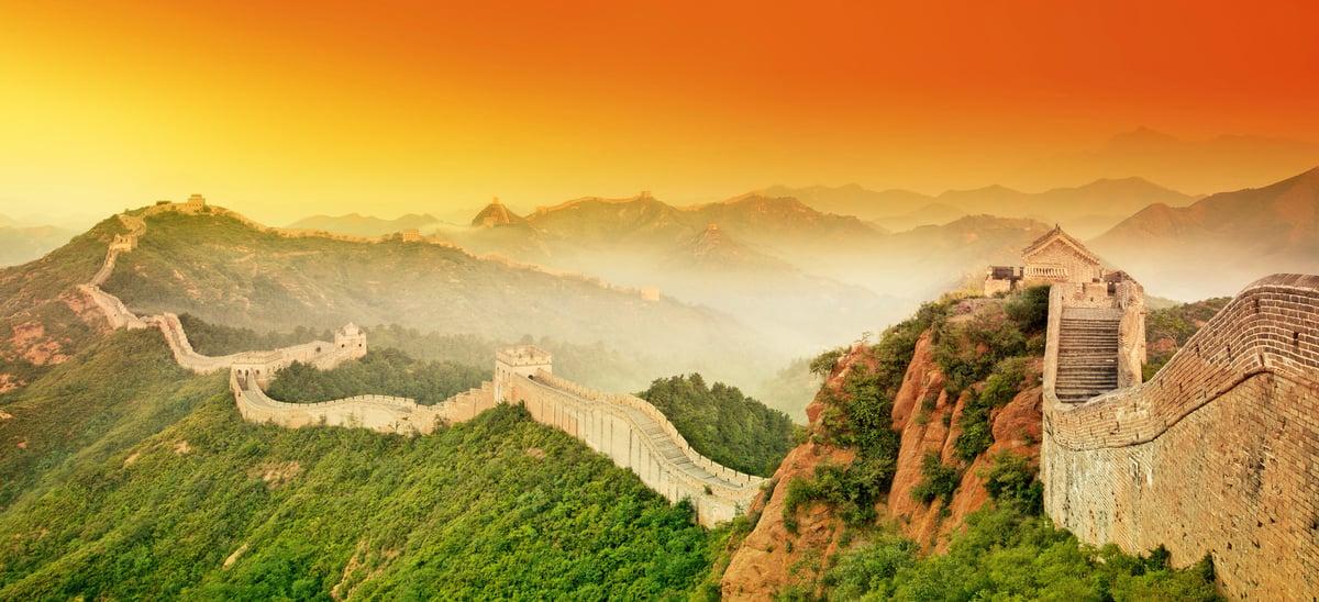 中國的萬里長城矗立邊陲長達千年不倒,原因與一種使用了糯米的糯米砂漿有關。(Fotolia/大紀元合成)