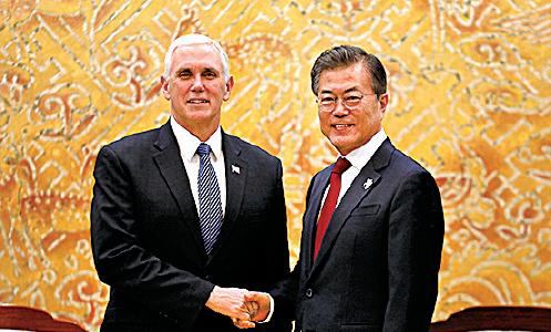 彭斯昨與文在寅在南韓青瓦台會面。(Woohae Cho/Getty Images)
