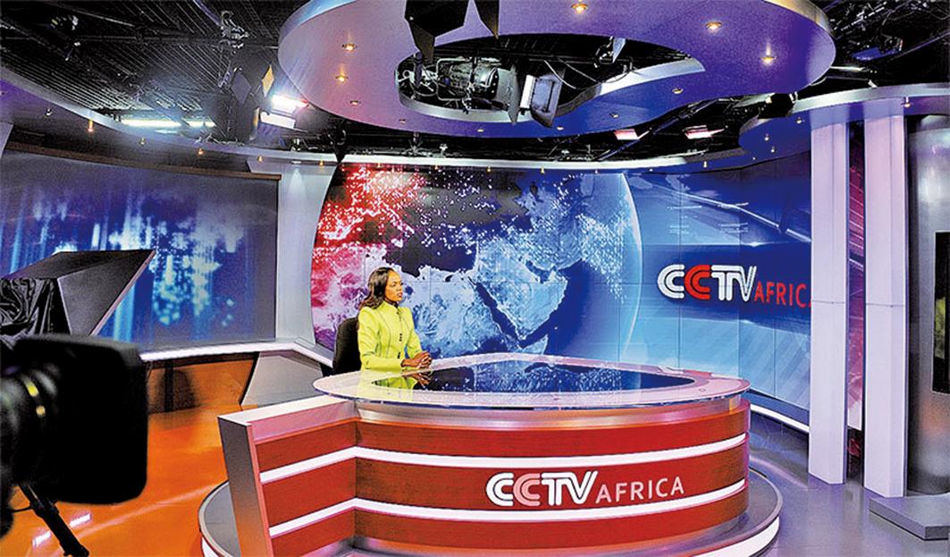 在公共外交中,真相與公開信息構成了軟實力與銳實力的分界限。當新華社公開在外國播放時,中共是在利用軟實力技巧。圖為2012年6月12日,中共央視在肯尼亞首都內羅畢的演播室。(Getty Images)