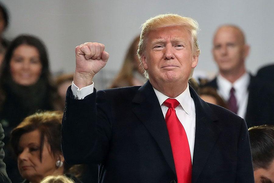 美國男子泰勒(Mark Taylor)預言說,特朗普將會連任該國總統。圖為2017年1月20日,特朗普攝於就職典禮。(Mark Wilson/Getty Images)