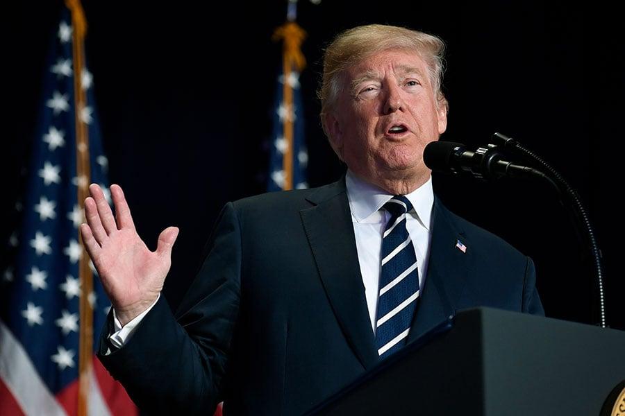 周四上午,美國總統特朗普在國家祈禱早餐會上發表演說時表示,美國是一個「信仰者的國家」,因「祈禱的力量」而更強大。(Mike Theiler-Pool/Getty Images)
