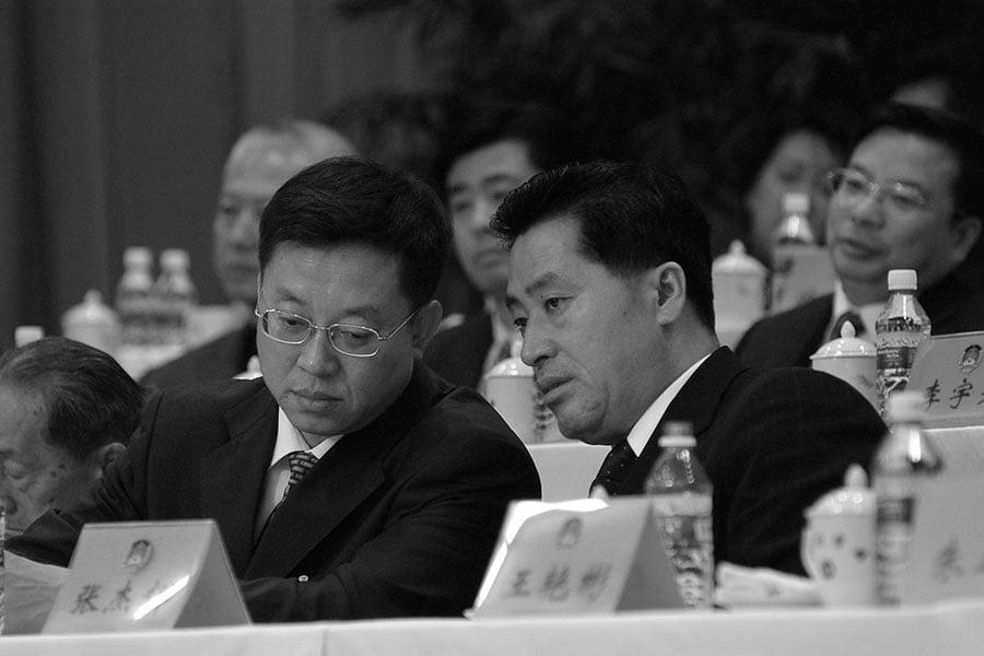2017年12月12日,中共河北省人大常委會副主任、前河北副省長張杰輝(右)落馬。(大紀元資料室)