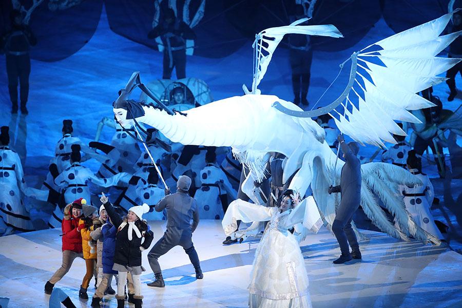 冬奧會開幕儀式的演出中,出現了高句麗壁畫中的人面鳥身的生物。(Sean M. Haffey/Getty Images)