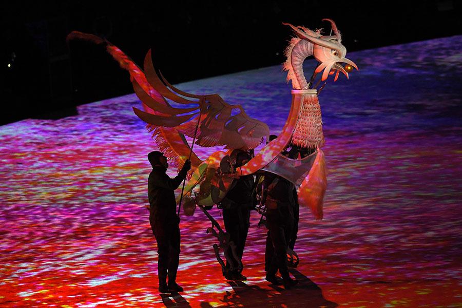 冬奧會開幕儀式的演出中,出現了傳說中的朱雀。(Harry How/Getty Images)