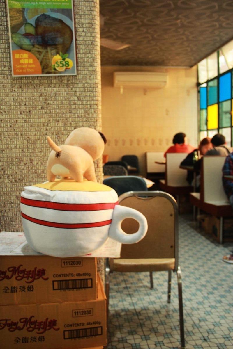 吃蛋撻要配奶茶才完美,雙手保暖之餘,還照顧冷冰冰的腳,「奶茶暖腳神器 」以經典港式奶茶為造型,讓大家暖烘烘渡過嚴寒。
