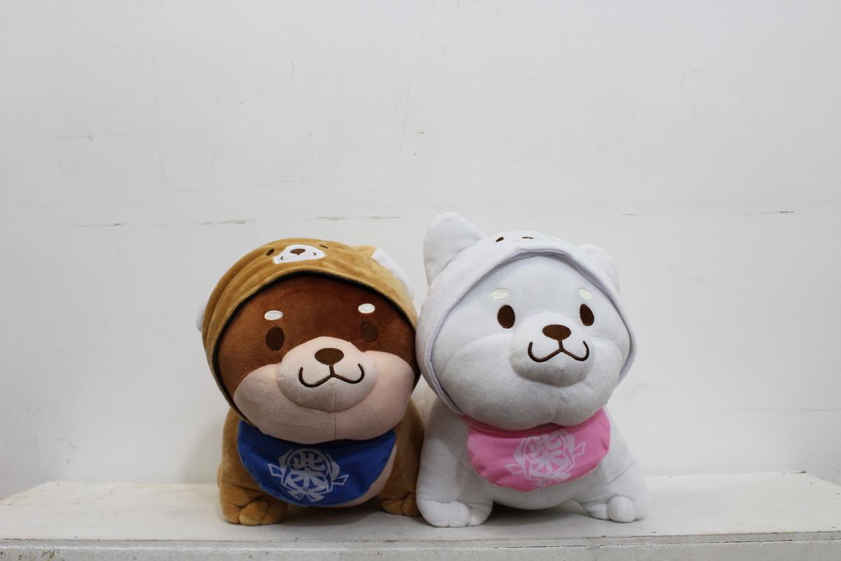 得意的「雨褸狗」分別有啡色及白色,與姐妹閨蜜、男女朋友一人一隻,很sweet呢!
