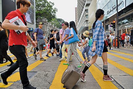 政府發言人表示,訪港旅遊業放緩,繼續顯著拖累零售業銷售。(大紀元資料圖片)