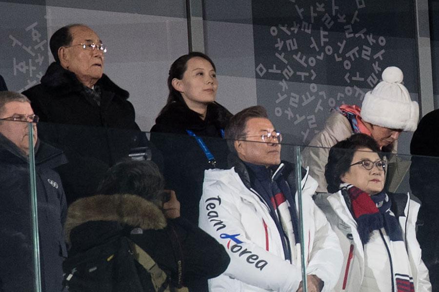 北韓獨裁者金正恩派來的代表金永南和妹妹金與正,坐在文在寅夫婦的後方,在鏡頭上非常搶眼。(Carl Court/Getty Images)