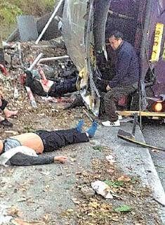 一度危殆的傷者黃來生,家屬憑傳媒報道中的一張圖片認出他(左)。(Tai Po大埔 fb)