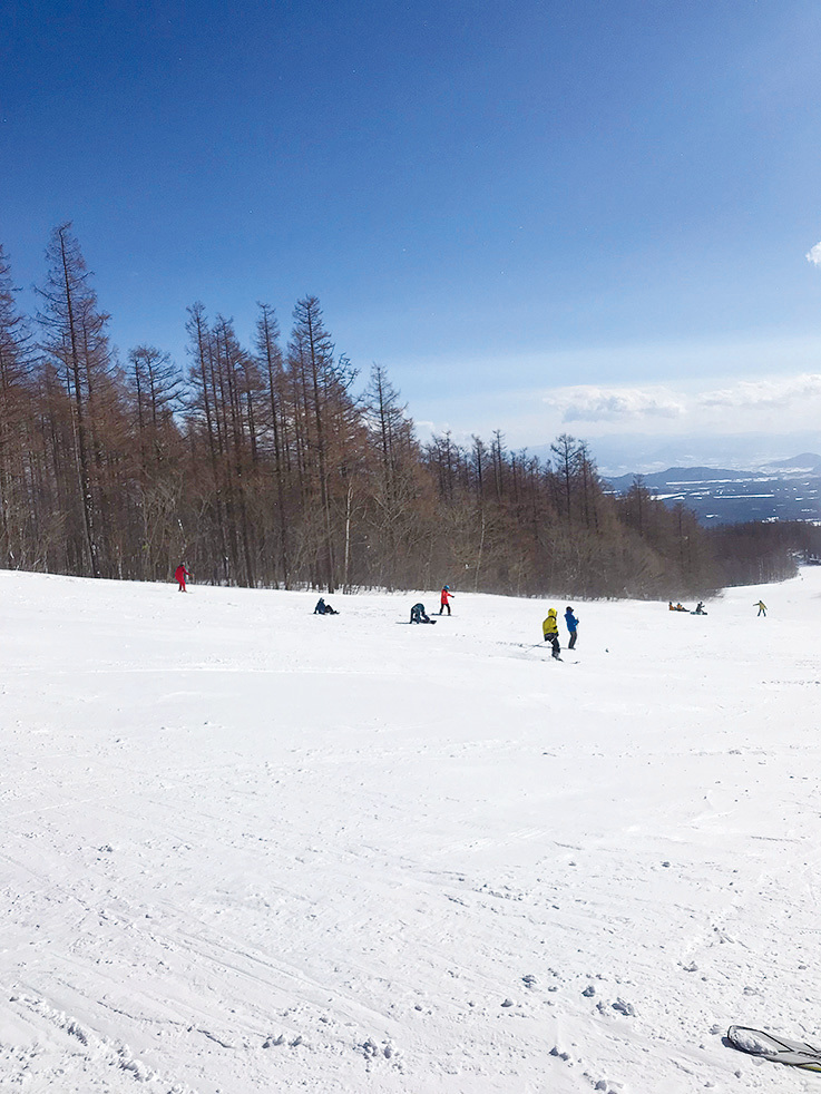 即使不滑雪,來這裏玩雪也不失為一種選擇。(倪君/大紀元)