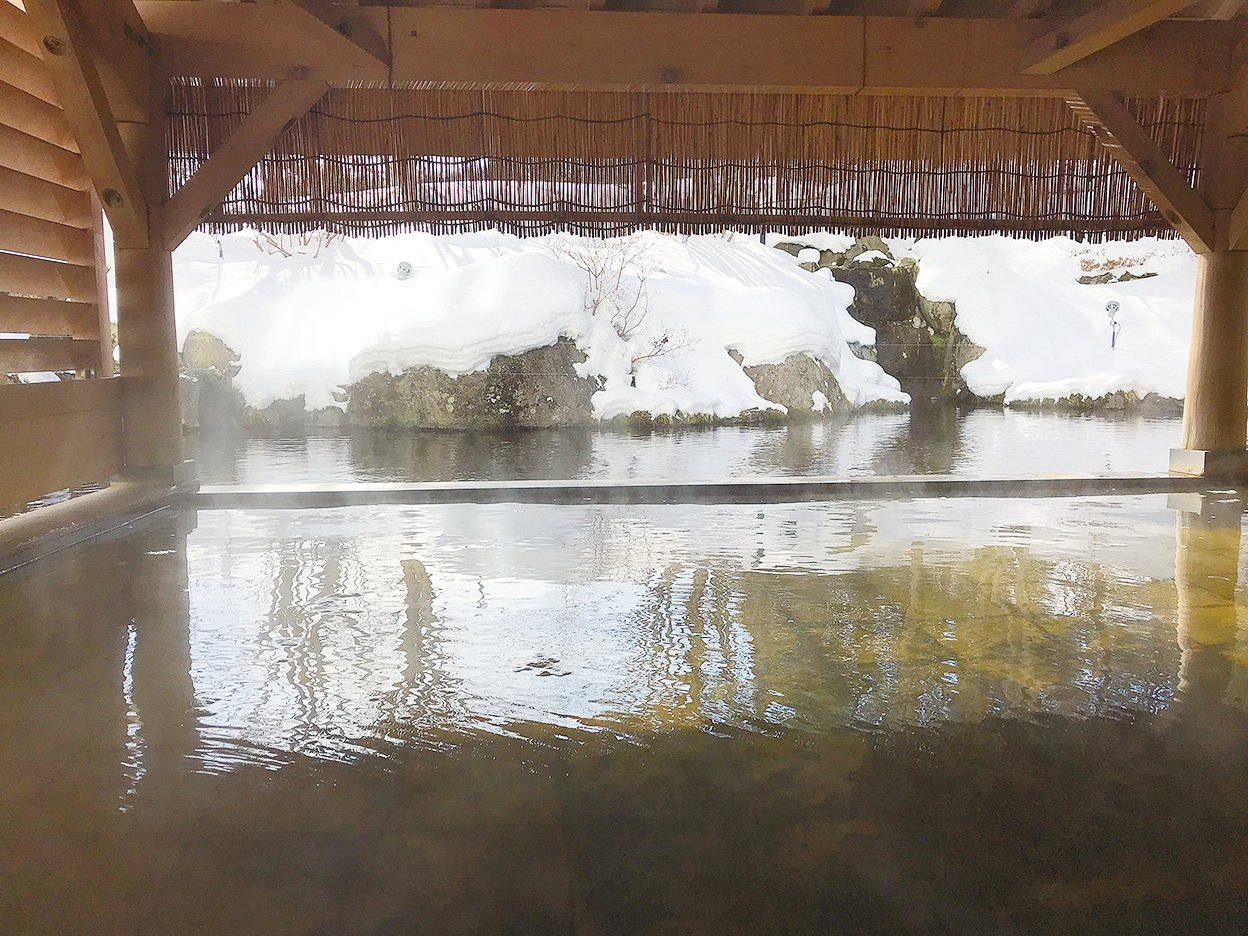 雫石王子酒店的溫泉十分有人氣,滋潤皮膚。(倪君/大紀元)