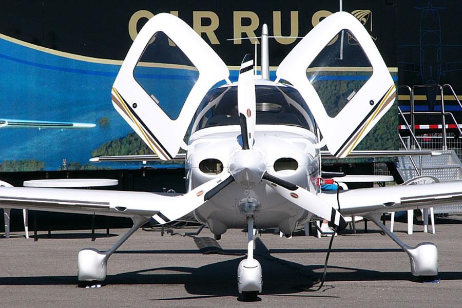中國航空工業集團公司通過一家子公司在2011年收購了美國飛機製造商西銳飛機(Cirrus Aircraft)。圖為該公司製造的西銳SR22G2。(維基百科公有領域)