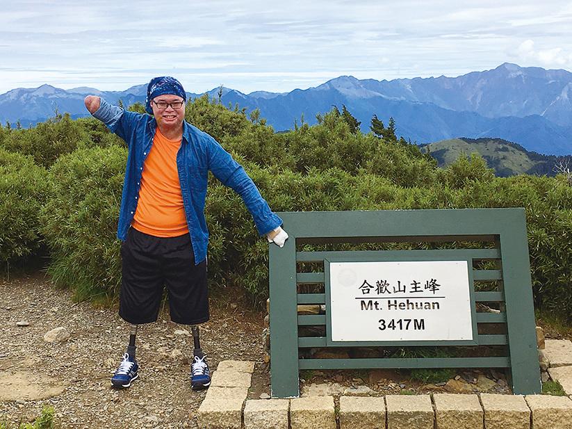 2017年7月8日,黃博煒登上合歡山主峰。(黃博煒臉書)