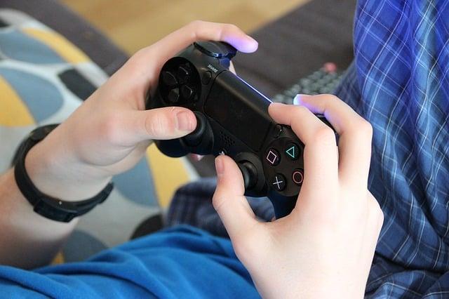 如今的青少年用看屏幕的時間取代了運動時間。(Pixabay)