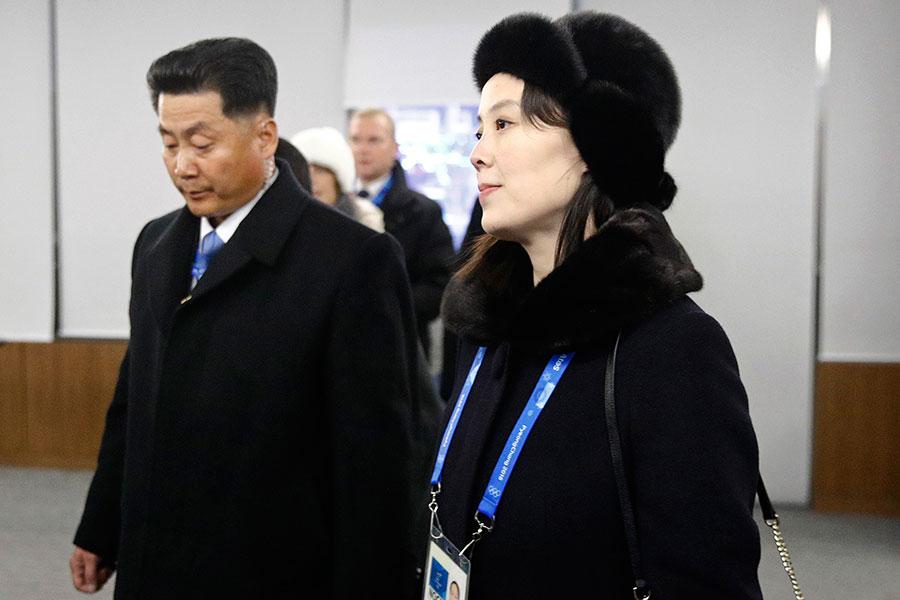 CNN對金正恩胞妹金與正的報道過度正面,引起網民批評。圖為2018年2月9日,金與正在平昌冬奧會開幕式結束後離開。(PATRICK SEMANSKY/AFP/Getty Images)