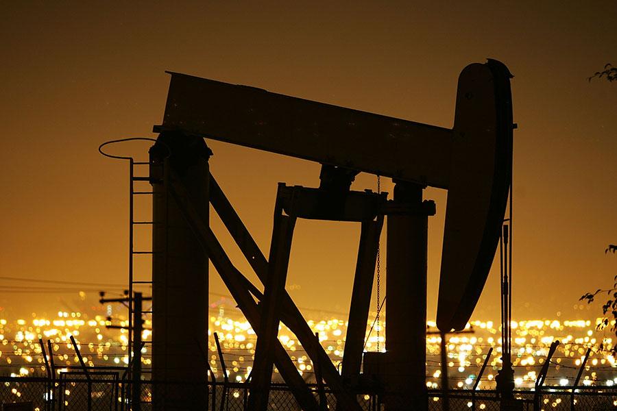 美國石油行業正在一點一滴地改變全球石油市場。最初,美國原油進口大幅下降,侵蝕了OPEC等生產商多年來最大的市場。現在,美國石油出口飆升又在挑戰OPEC的另一個市場:亞洲。(David McNew/Getty Images)