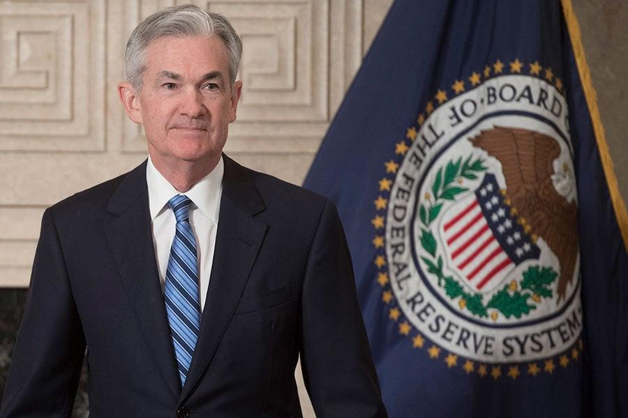 美聯儲主席鮑威爾(Jerome Powell)發表美國經濟前景報告,指美國經濟增長正在穩步推進,工資仍有上漲空間。(SAUL LOEB/AFP/Getty Images)