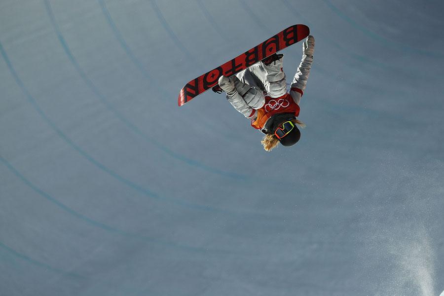 韓裔美籍小將克洛伊・金(Chloe Kim)以其精彩的表演奪得單板滑雪女子半管(halfpipe)冠軍。(Ryan Pierse/Getty Images)