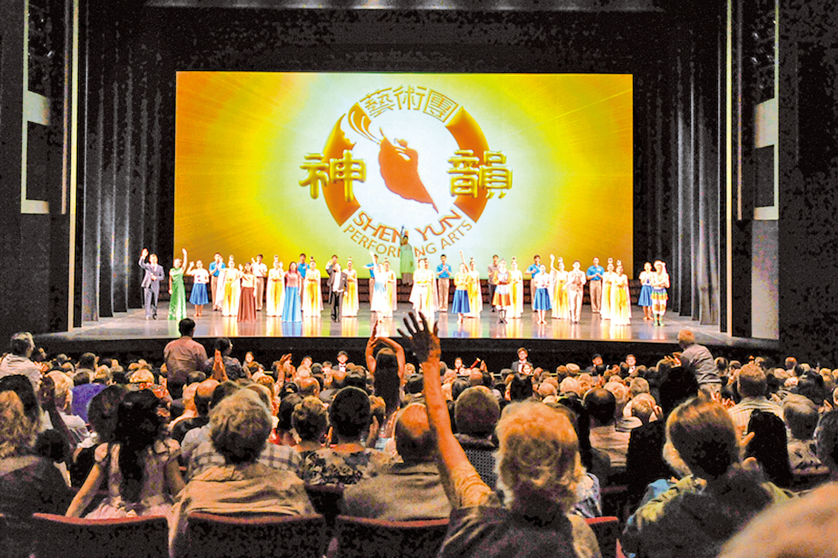 2月13日,神韻藝術團在澳洲阿德萊德的第二場演出大爆滿,在觀眾雷鳴般的掌聲中結束了本年度的澳洲巡演。(胡宥華/大紀元)
