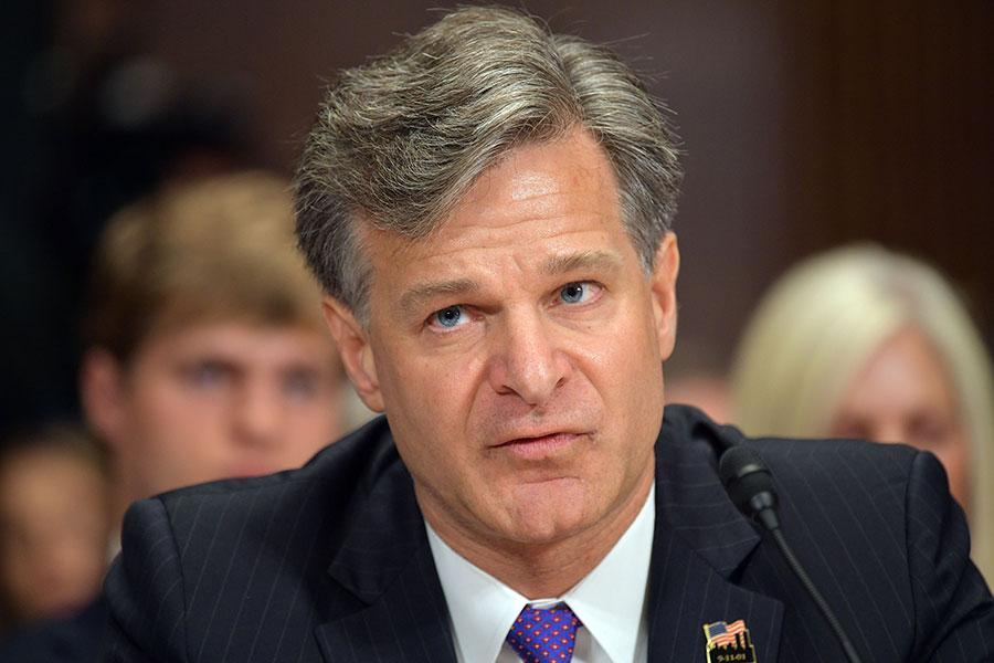 美國聯邦調查局(FBI)局長克里斯托夫・雷周二(2月13日)告訴參議院,中共在尋求通過非傳統手段成為全球超級大國。他強調,中共對美國的威脅不僅僅局限於政府領域,而且存在於社會領域。(MANDEL NGAN/AFP/Getty Images)
