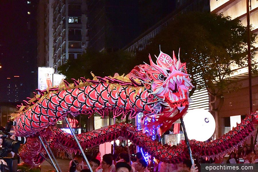 大年初一,香港15萬人熱賞花車巡遊。(郭威利/大紀元)