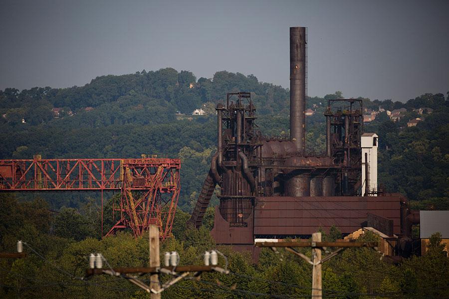 周五,美國商務部公佈對鋼鐵及鋁製造232條款國安調查報告,指中國是最大威脅。(DOMINICK REUTER/AFP/Getty Images)