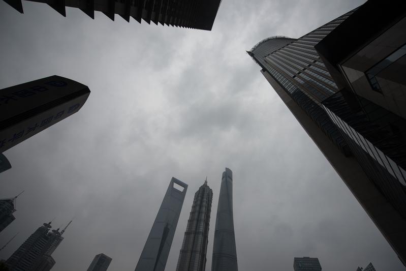 上海市重要國企都和江澤民父子有著千絲萬縷的緊密關係。圖為上海陸家嘴金融區一景。(JOHANNES EISELE/AFP/Getty Images)
