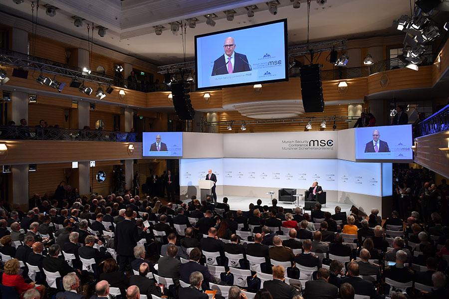周六(2月17日),麥克馬斯特在德國慕尼黑國際安全會議上講話,指責阿薩德政權持續使用化學武器,應該為其行動負責。 (Sebastian Widmann/Getty Images)