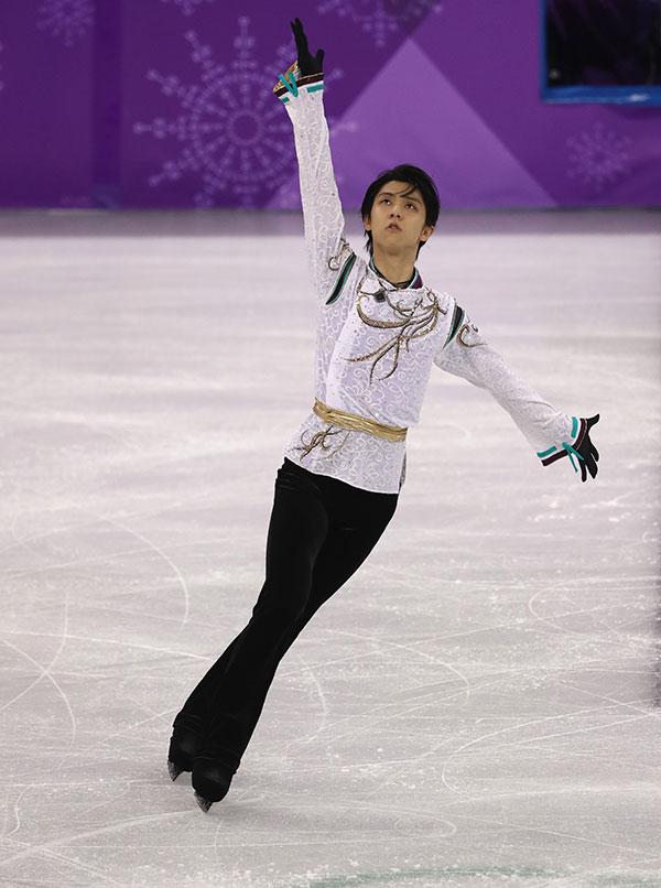 羽生4歲開始滑冰,父親是仙台市內一所國中副校長,家中成員還包括媽媽及姊姊,是日本很常見的一家4口家庭。(Robert Cianflone/Getty Images)