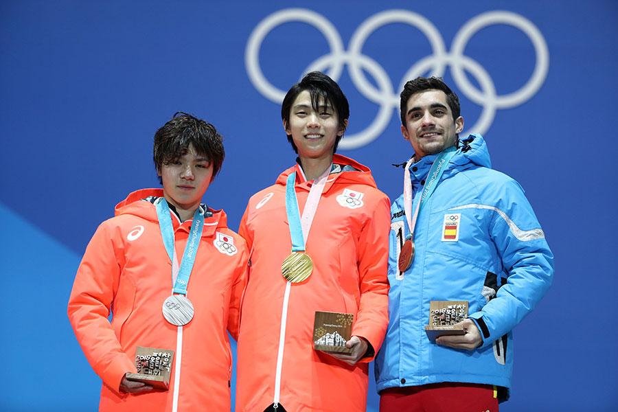 日本選手宇野昌磨(Shoma Uno,左)奪銀;西班牙好手費南德茲(Javier Fernandez,右)奪得銅牌。(Ryan Pierse/Getty Images)