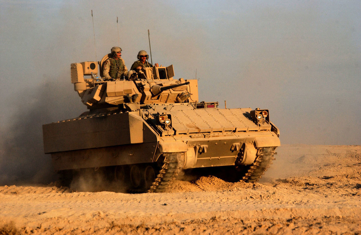 美國陸軍部長馬克・埃斯珀(Mark Esper)2月15日在五角大樓告訴記者說,美軍希望推動諸如下一代戰車之類的很多事項的發展。新戰車很可能將布雷德利戰車(Bradley Fighting Vehicle)替換掉。圖為M2A3型布雷德利戰車。(維基百科公有領域)