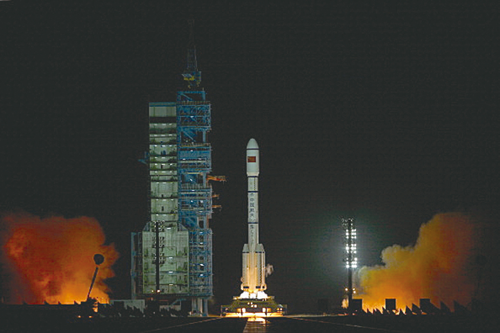 重達8.5噸、在太空中已失控的中共實驗性太空站「天宮一號」將墜落並砸向地球。(Getty Images)