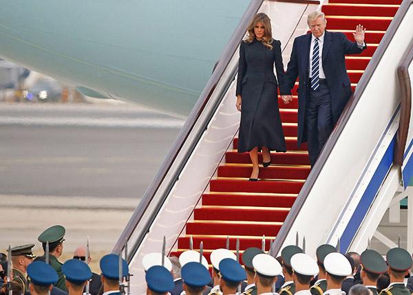 美國傳媒爆料,美國總統特朗普去年11月首次訪華期間,美中安保人員曾因「核公事包」爆發肢體衝突。(Getty Images)