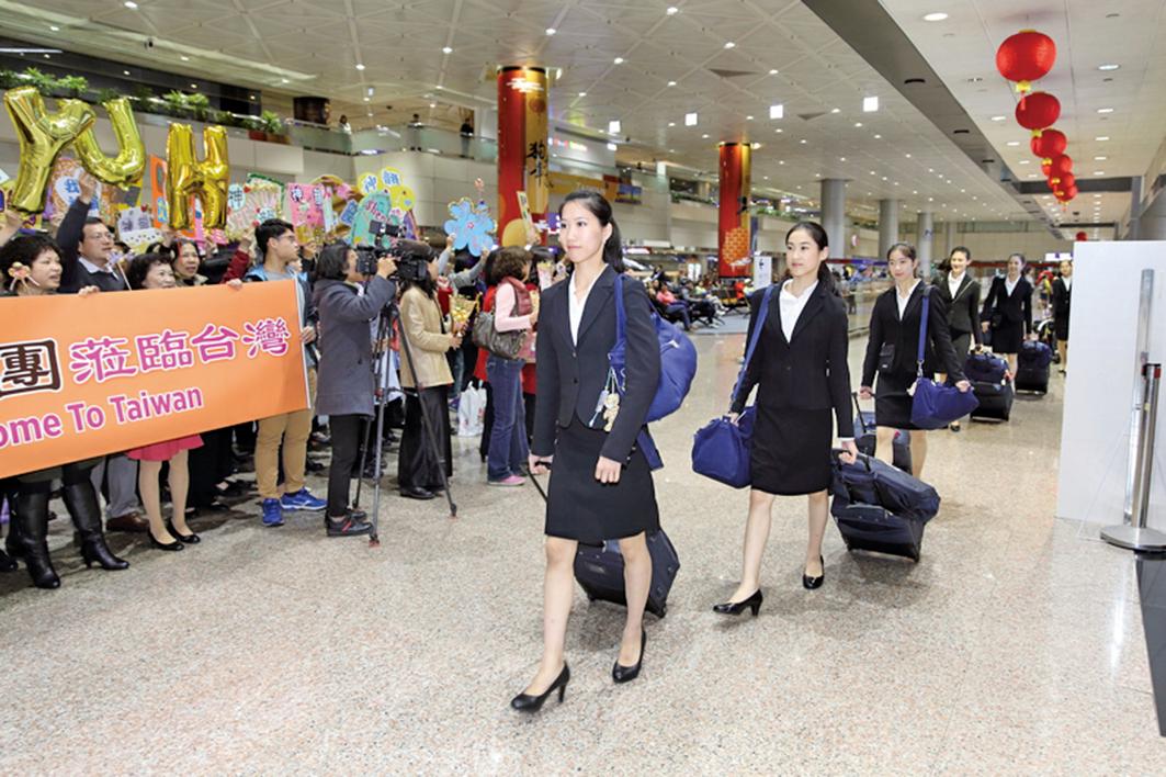 美國神韻國際藝術團抵達台灣受到粉絲熱烈歡迎。(林仕傑/大紀元)