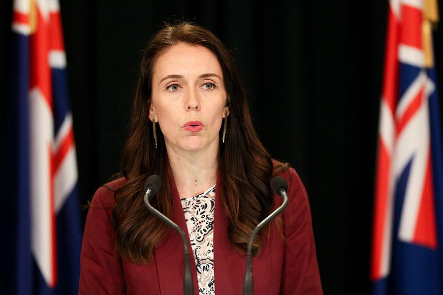 新西蘭總理阿德恩在內閣會議後的記者招待會上,對坎特伯雷大學中國問題專家安-瑪麗・布萊迪教授遭到入室搶劫一事表示關注。圖為阿德恩資料圖片。(Hagen Hopkins/Getty Images)