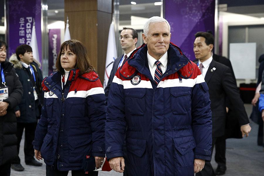 美國特朗普政府周二表示,副總統彭斯二月初率團參加南韓平昌冬季奧運會期間,原安排與北韓冬奧代表團官員秘密會晤,但北韓在最後一刻取消。(Patrick Semansky-Pool/Getty Images)