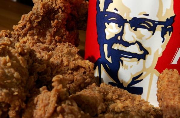 英國肯德基(KFC)上周末因送貨商未能將雞隻食材如期送貨,導致數百間分店被迫暫停營業。(Justin Sullivan/Getty Images)