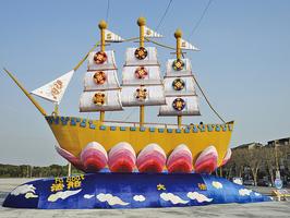 巨型「法船」花燈璀璨登場