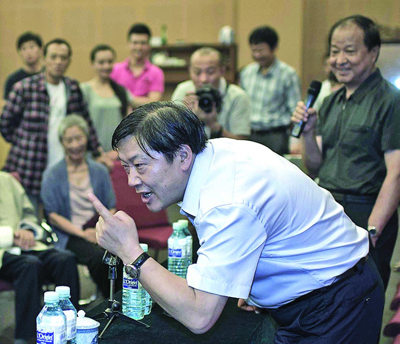 「網絡沙皇」、前網信辦主任魯煒被曝「太能吹牛」。圖為2012年8月31日,魯煒在北京人藝作「侃客」。(大紀元資料室)