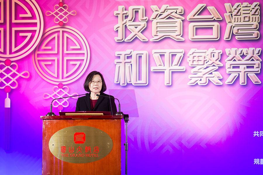 台灣總統蔡英文2月21日在台北圓山飯店出席2018大陸台商過年聯誼活動,她表示,兩岸關係未來動向,取決雙方能否互釋善意並良性互動。(陳柏州/大紀元)