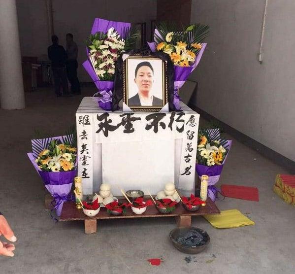 范華培家族親屬在家中為他設了靈堂。(網絡圖片)