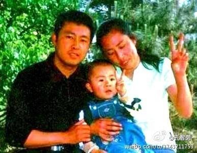 夏俊峰一家。(網絡圖片)