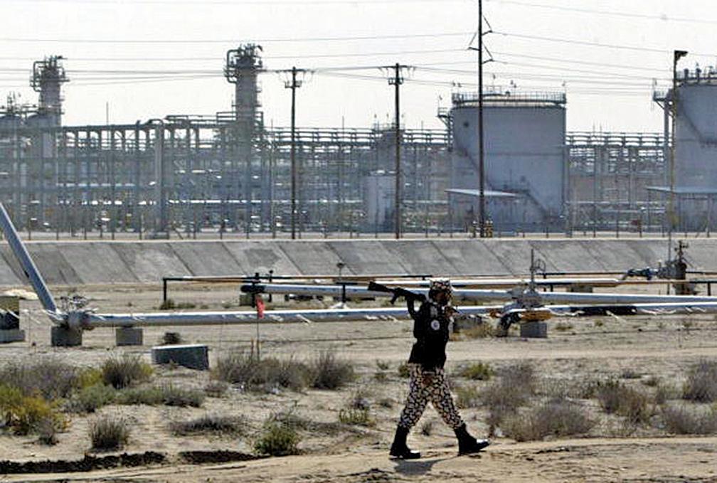 圖為沙特阿拉伯Aramco在Al-Qatif的一處煉油廠。(AFP)
