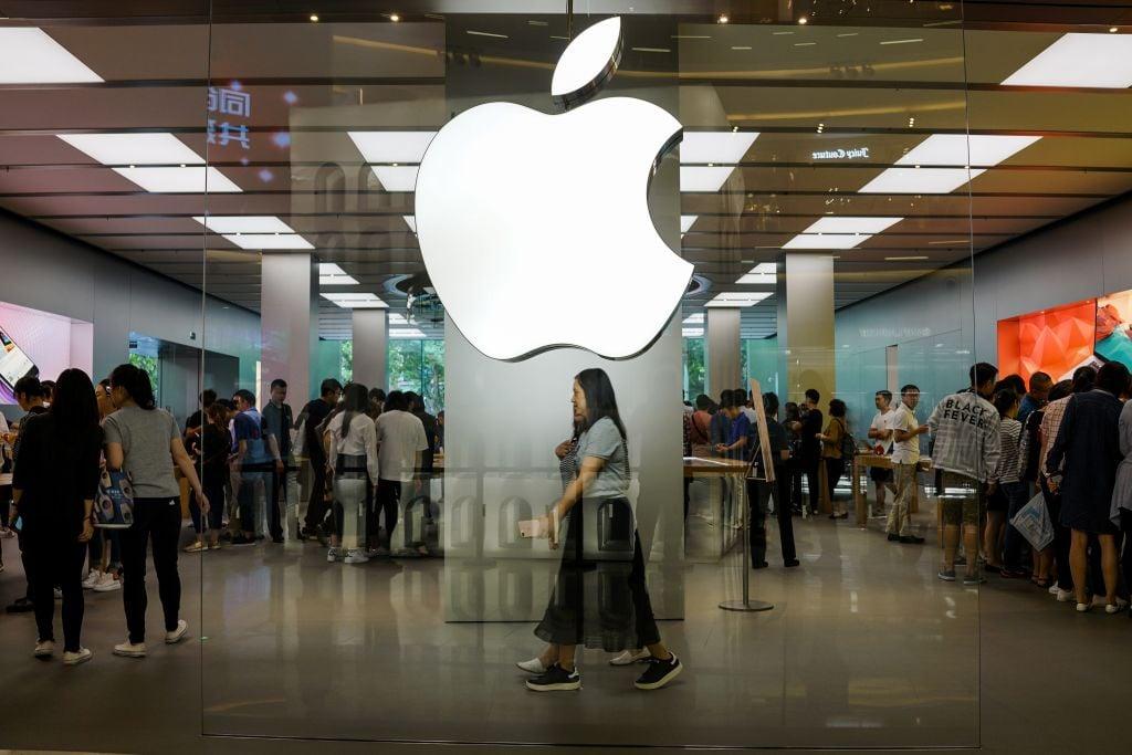 本月底開始,蘋果將中國用戶的iCloud帳戶存儲在位於中國、有中共背景的數據中心,此舉引發外界對中共侵犯人權的擔憂。(Chandan Khanna/AFP/Getty Images)