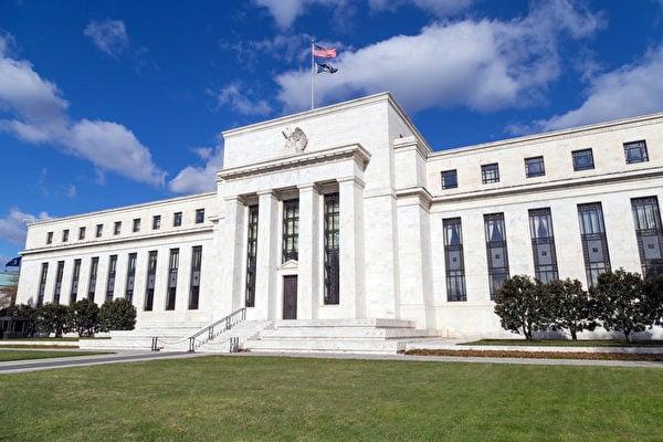 美聯儲(FED)最新的半年貨幣政策報告指出,股市估值壓力攀升,但金融體系的總體脆弱性依然溫和。(Fotolia)