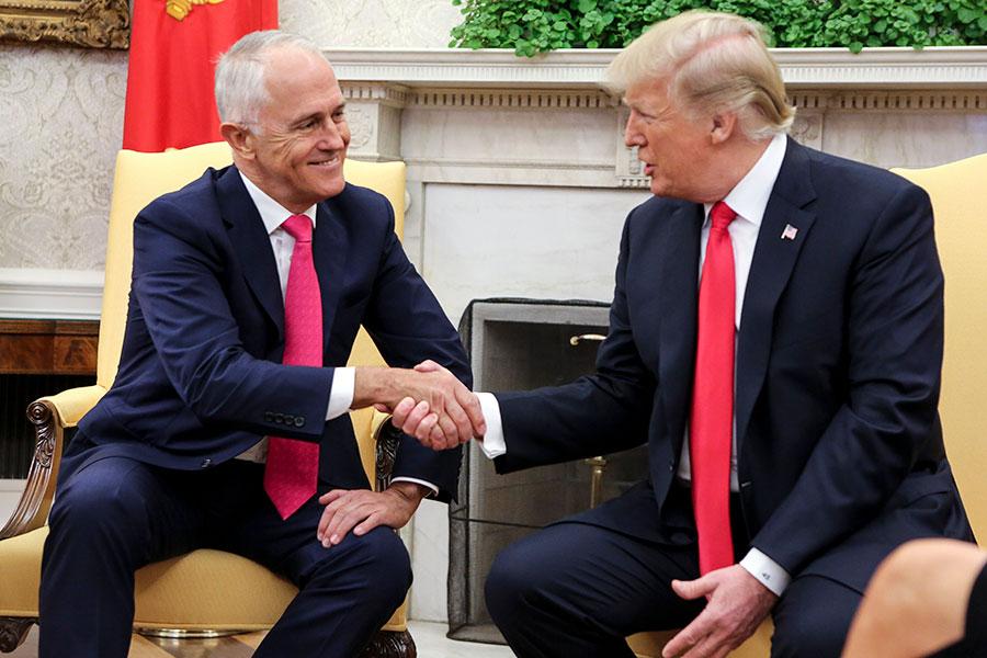 美國總統特朗普2月 23日與澳洲總理特恩布爾(Malcolm Turnbull)進行會晤。(Oliver Contreras-Pool/Getty Images)