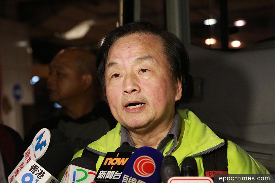 九巴僱員工會主席郭志誠到場支持「月薪車長大聯盟」的工業行動。(陳仲明/大紀元)