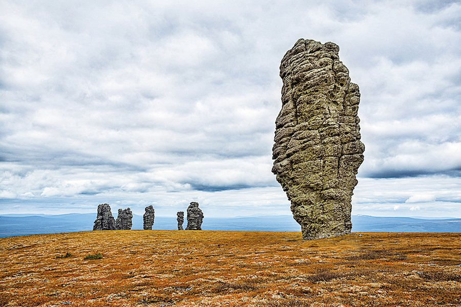 俄羅斯巨型石柱像直立的巨人