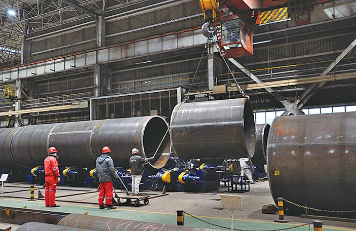 知情人士透露,美國總統特朗普有可能決定對所有鋼材及鋁材課徵高額關稅,並在3月中旬前宣佈。(AFP)